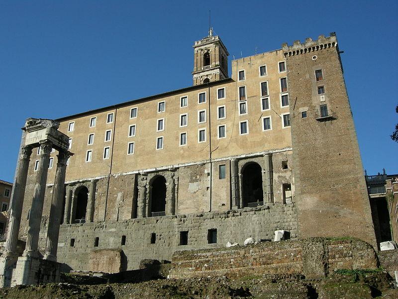 Tabularium med det under medeltiden påbyggda Senatorpalatset.