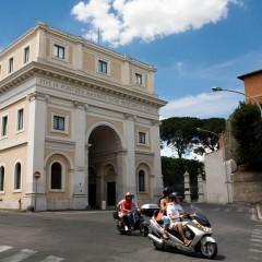 Hyr skoter, vespa eller cykel i Rom