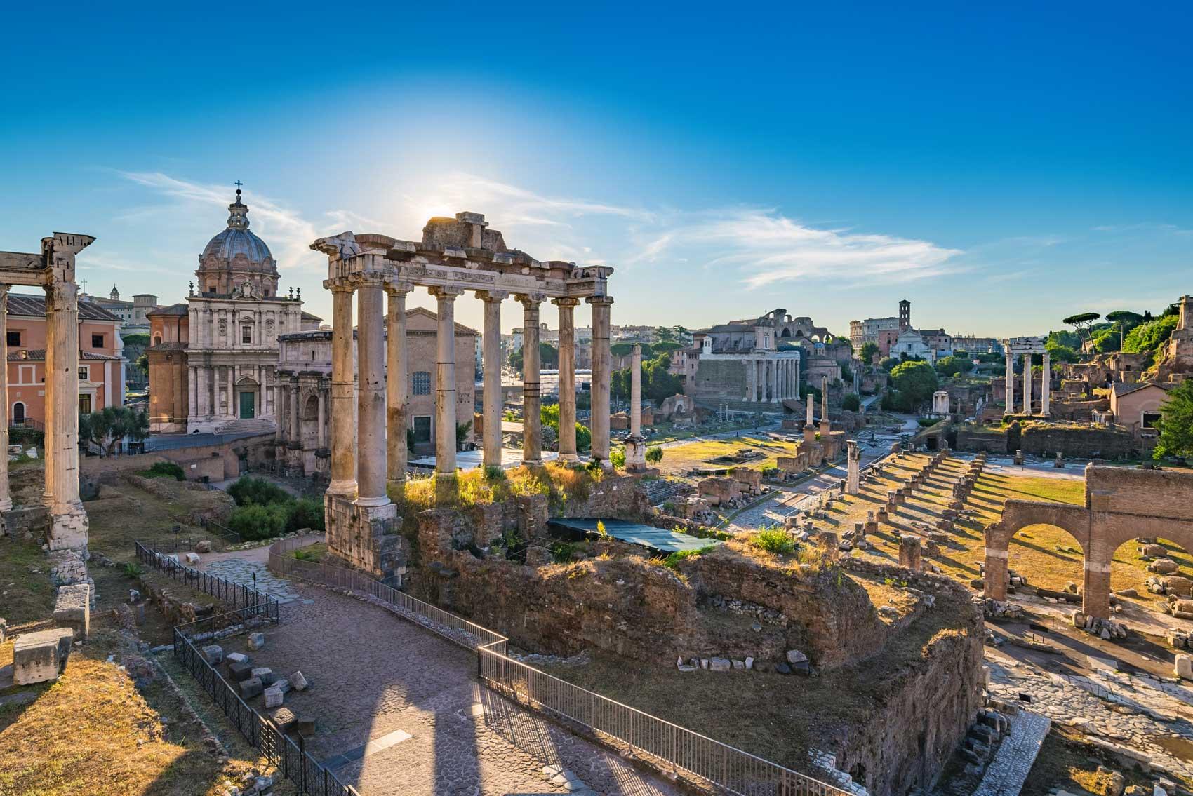 Vackra Forum Romanum i soljus
