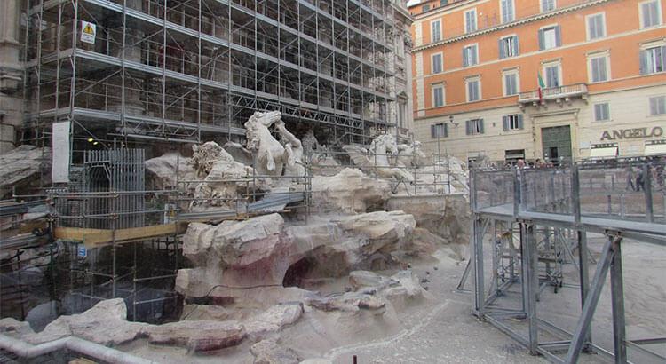 fontanta di trevi renovering