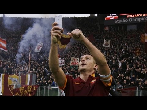 Totti firar ett mål mot rivalen Lazio med en selfie