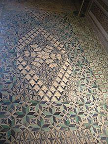 I samtliga Appartamaento Borgias salar finns vackra kakelgolv tillverkade i hertigdömet Gandia, det hertigdöme Alexanders söner Pedro Luis och senare Giovanni erhöll av kung Ferdinand av Spanien.